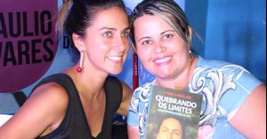 """Carol Barcellos no lançamento do seu livro """"Quebrando Limites"""""""