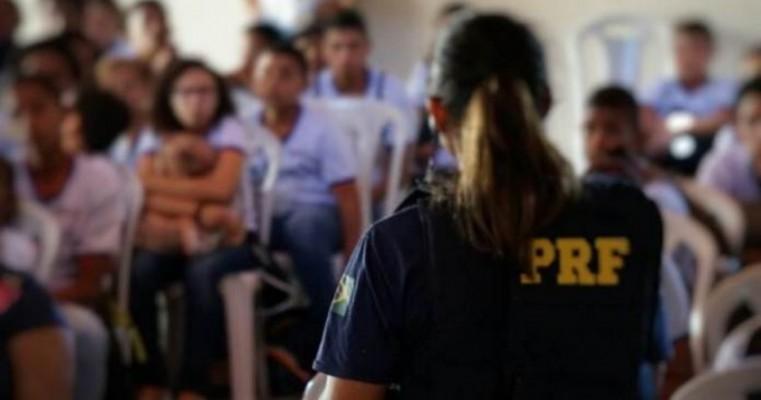 PRF leva ações educativas do 'Maio Amarelo' a municípios do Sertão