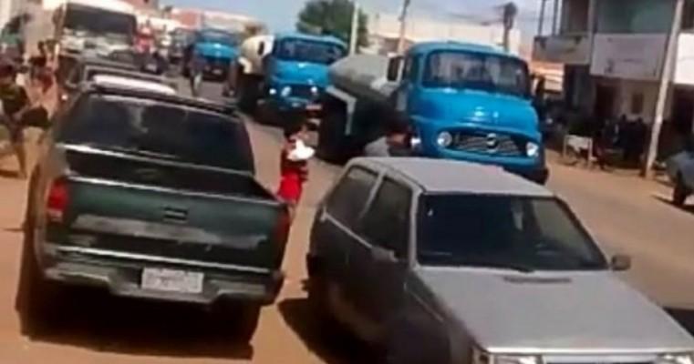 Casa Nova BA - 180 Pipeiros decidem paralisar atividades em apoio aos caminhoneiros