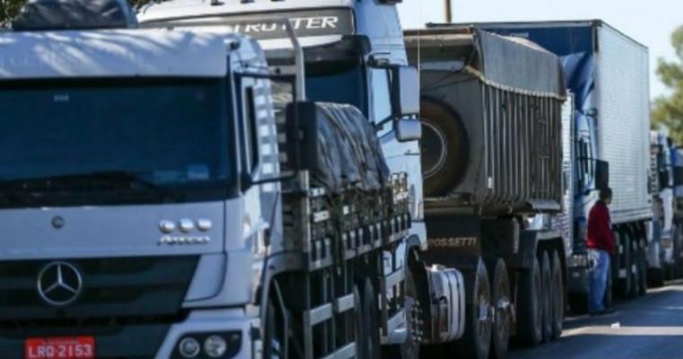 Sem chance de intervenção militar, caminhoneiros querem renúncia de governo