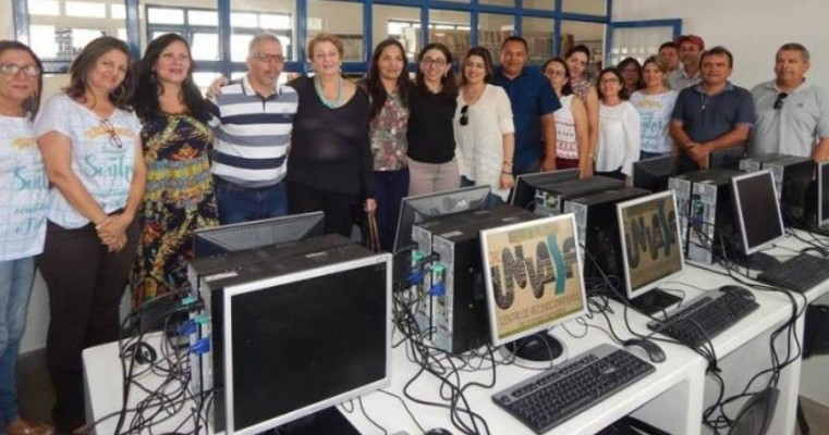 Dormentes recebe computadores da Univasf para telecentros digitais