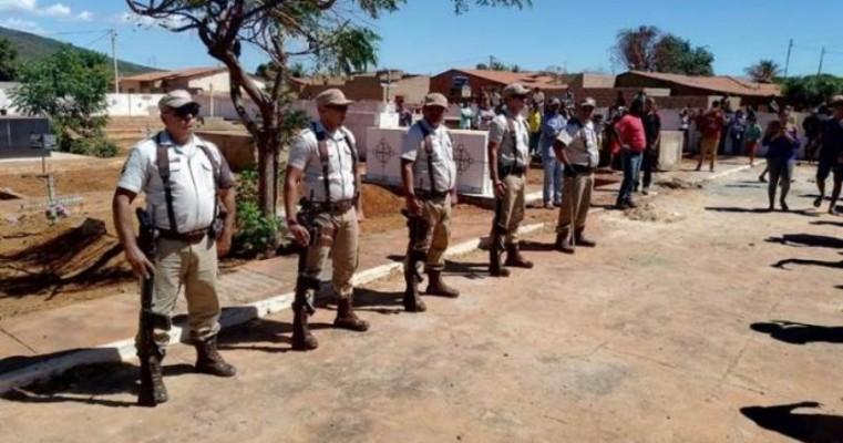 Sento-Sé: Emoção marca sepultamento de sargento PM vítima de acidente doméstico