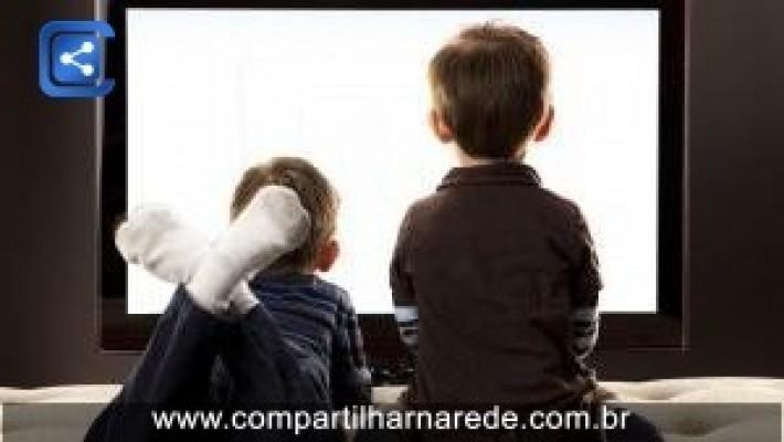 Quando assistir televisão prejudica o desenvolvimento infantil