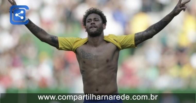 """Neymar diz para torcida sonhar com hexa e festeja ter escapado ileso de """"UFC"""""""