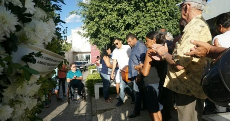 Adeus a Messias foi em clima de emoção e aplausos em Serra Talhada-PE
