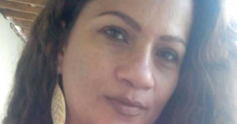 Mulher procura por filho que não vê a 30 anos em Floresta, PE