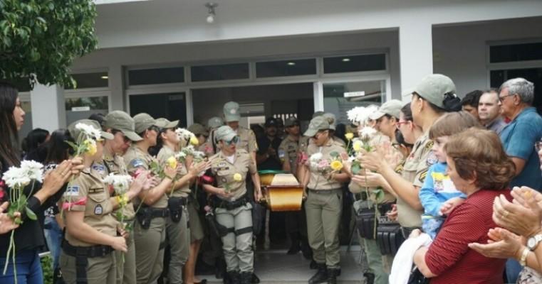 Sertão: Policiais se emocionam no adeus a Cabo Renata, em Serra Talhada