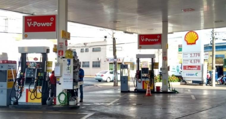 Vendas de gasolina no Brasil caem 19% em maio por protestos, diz ANP