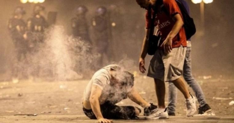 Cenas de violência e destruição marcam comemoração do título da França em Paris