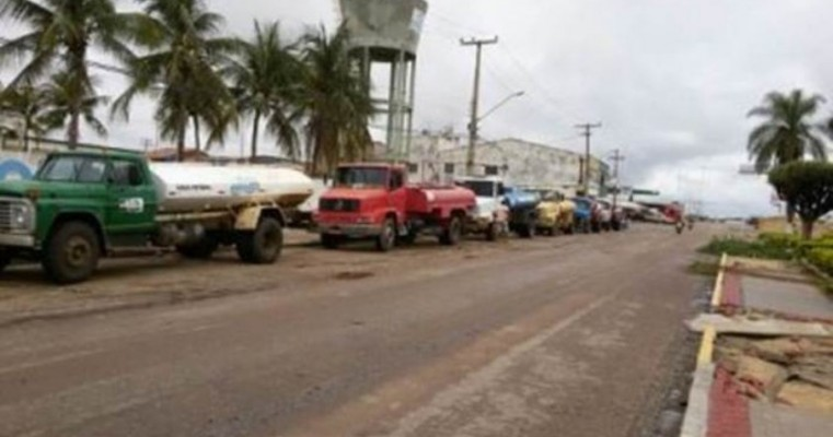 Alegando falta de pagamento do Estado há mais de 2 anos, pipeiros planejam bloquear rodovia de acesso à Missa do Vaqueiro