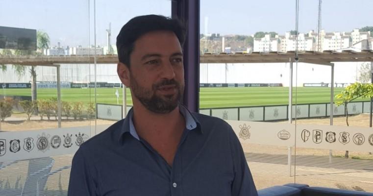 """Diretor do Corinthians pede paciência à Fiel e garante: """"Vamos chegar longe"""""""
