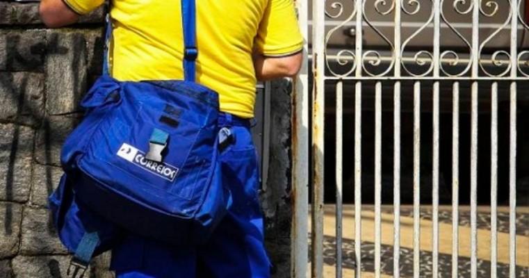 Funcionários dos Correios aprovam estado de greve até dia 14