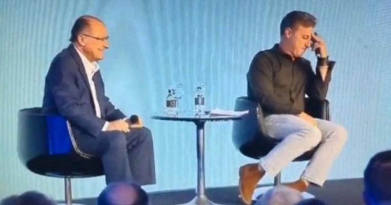 Em evento apresentado por Luciano Huck, Alckmin chama Angélica de Eliana e causa saia justa