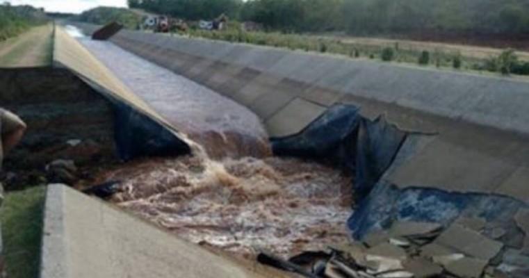 Canal do Eixo Norte da Transposição rompe na zona rural de Salgueiro