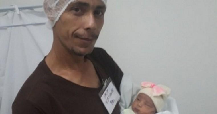 Após coma da esposa, pai cuida dos três filhos e lamenta não manter unidos os sete irmãos: 'Sinto falta da casa cheia'