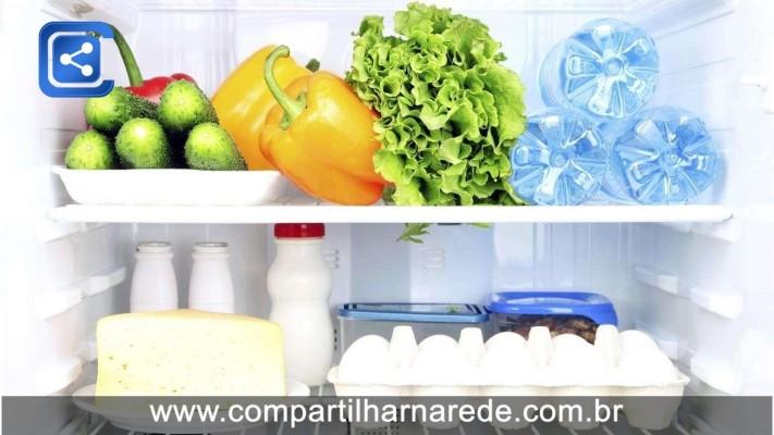 Tomates estragam mais facilmente dentro da geladeira; veja dicas de armazenamento de alimentos