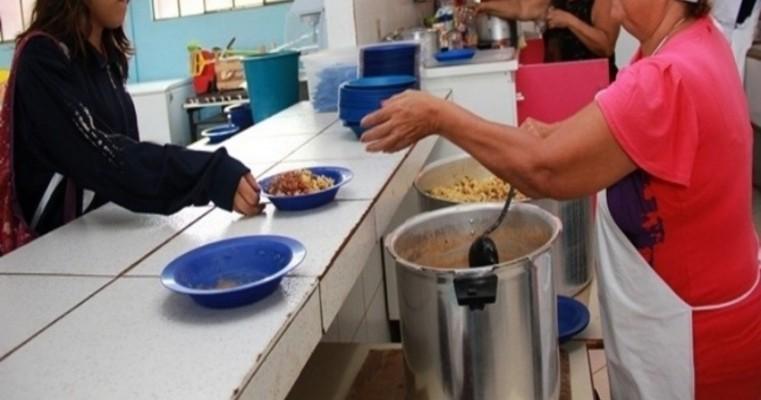 Merendeiras terceirizadas das escolas da rede estadual começam a paralisar atividades em Salgueiro