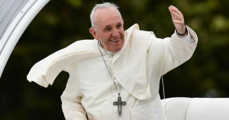 Papa recomenda psiquiatria para homossexualidade detectada na infância