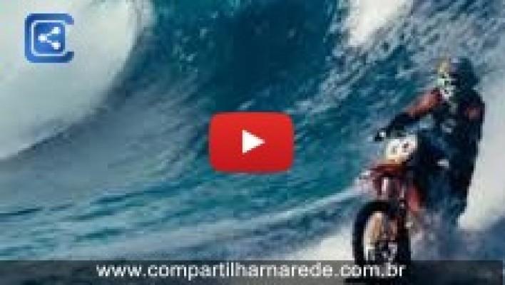 Australiano inventa nova moda de Surf, com Moto