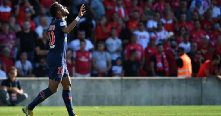 Com gol, provocação e carinho de Neymar, PSG mantém 100%