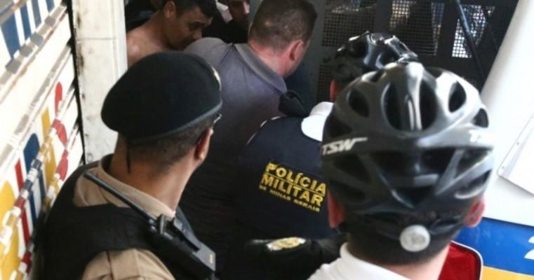 Homem que atacou Bolsonaro está preso e diz que cometeu ataque 'a mando de Deus'