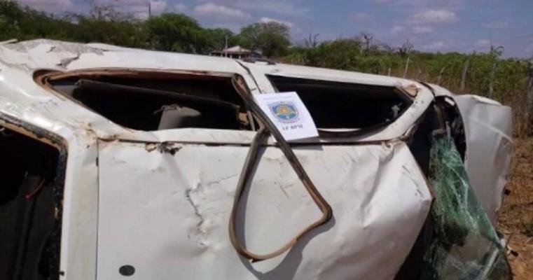Bandidos capotam carro quando fugiam para Serra Talhada