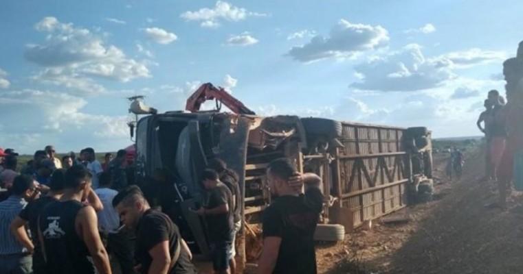 Ônibus do cantor Edson Lima e Gatinha Manhosa se envolve em acidente no Piauí
