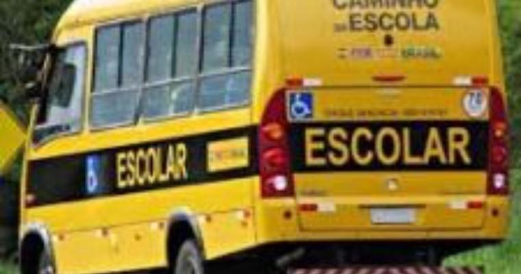 Criança quebra o pescoço em transporte escolar de ST