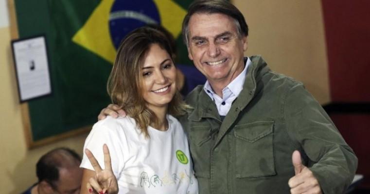 Bolsonaro diz que ex-assessor tinha dívida com ele e pagou à primeira-dama