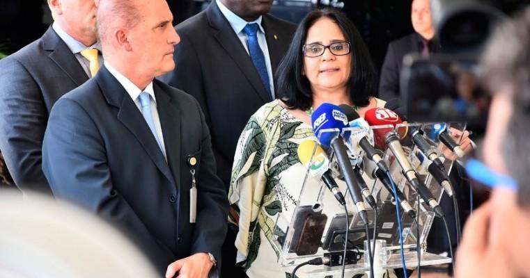"""Futura ministra dos Direitos Humanos Damares defende """"bolsa"""" a mulheres estupradas"""