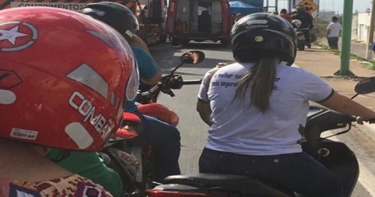 Petrolina PE – Um Policial Militar da Bahia Bateu com sua Moto em uma Carreta Parada na Pista no Bairro Atrás da Banca