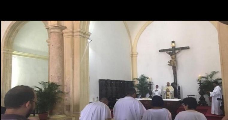 Fiéis católicos celebram Missa de Natal na Catedral da Sé