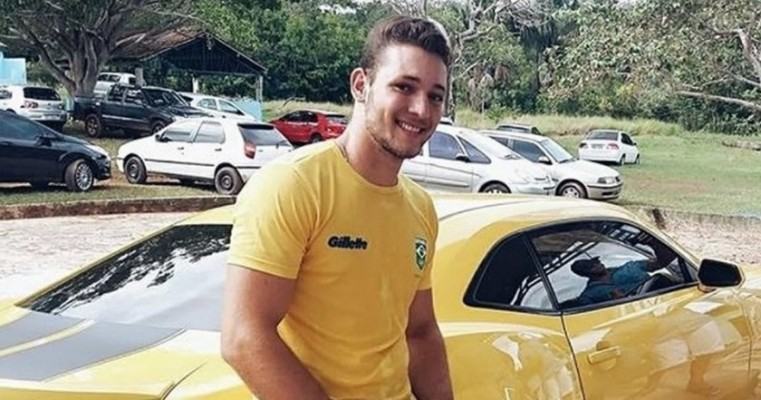 Sertanejo morre após bater moto de frente com caminhão