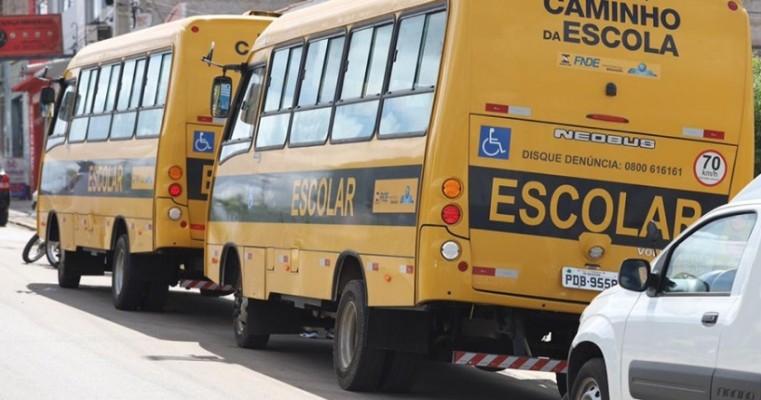 Prefeitura Municipal entrega mais quatro novos veículos para aprimorar os serviços públicos
