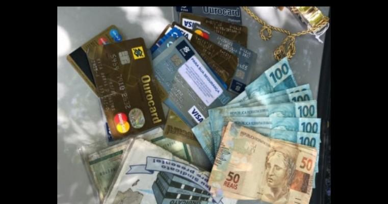 Estelionatário se passa por gerente de banco e aplica golpe de R$ 30 mil em aposentados em Fortaleza