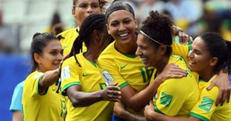 Brasil joga clássico de olho na classificação