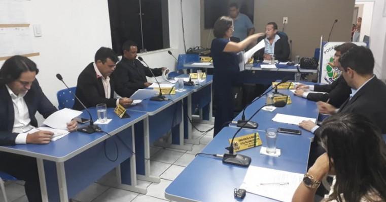 VEREADORES DE PENAFORTE-CE ASSINAM REQUERIMENTO AO DEPUTADO FEDERAL ROBERTO PESSOA