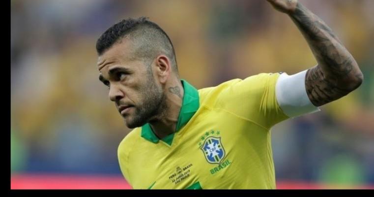 Daniel Alves tem três propostas e Europa como prioridade sobre Brasil ou China