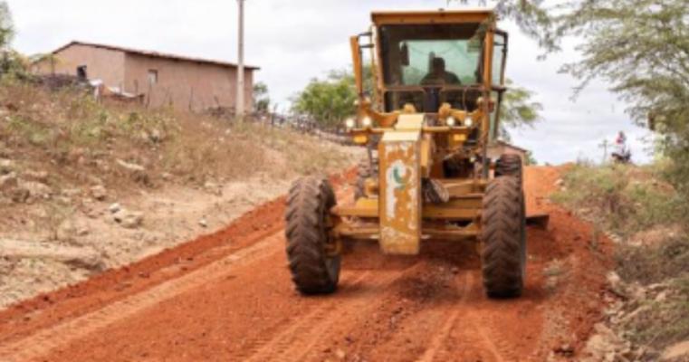 Prefeitura de Verdejante recuperou mais de 270 km de estradas e facilita acesso a sede, aos povoados e aos sítios