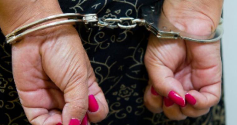 Salgueiro – Policia prende mulher por tráfico de drogas e recupera celulares penhorados para pagamento do crack