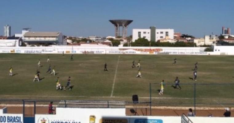 Com gol no fim, Salgueiro perde para o Petrolina pelo Pernambucano sub-20