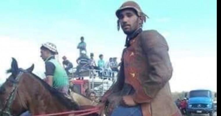 Vaqueiro de 19 anos sofre acidente e morre afogado durante 'pega de boi' em Serrita, PE