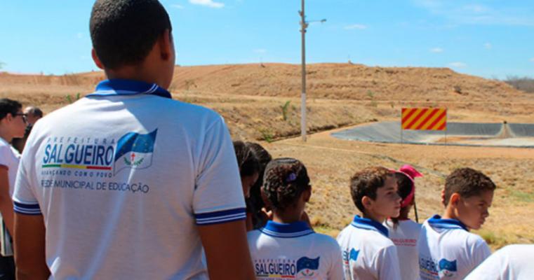 Mais conhecimento: Alunos da rede municipal de ensino fazem visita ao Aterro Sanitário