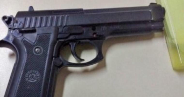 Salgueiro – Homem é preso com simulacro de arma de fogo no bairro da Cohab
