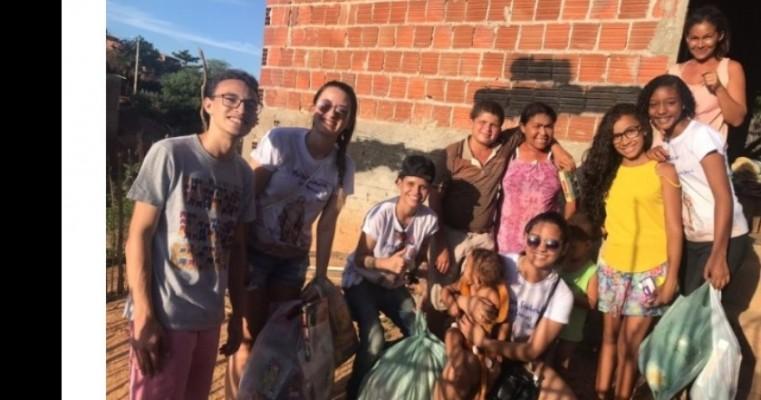 Grupo Terço Jovem distribui brinquedos para crianças carentes de Salgueiro