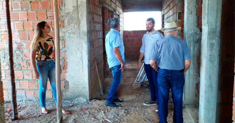 Prefeito visita obras em andamento no município