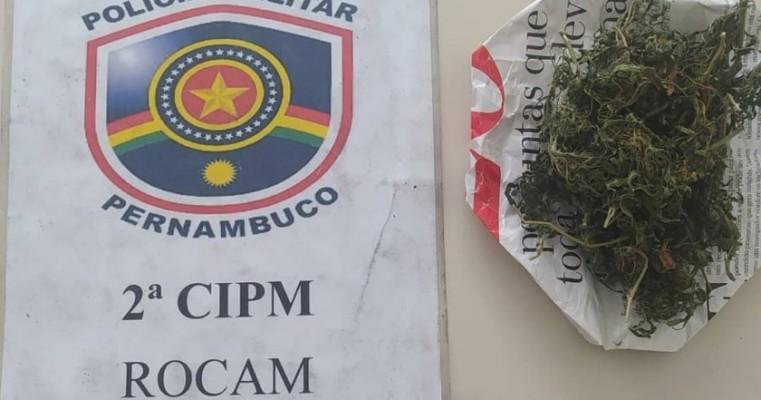 Cabrobó-PE homem é preso por mandado de prisão e pesse de drogas na ilha de Assunção