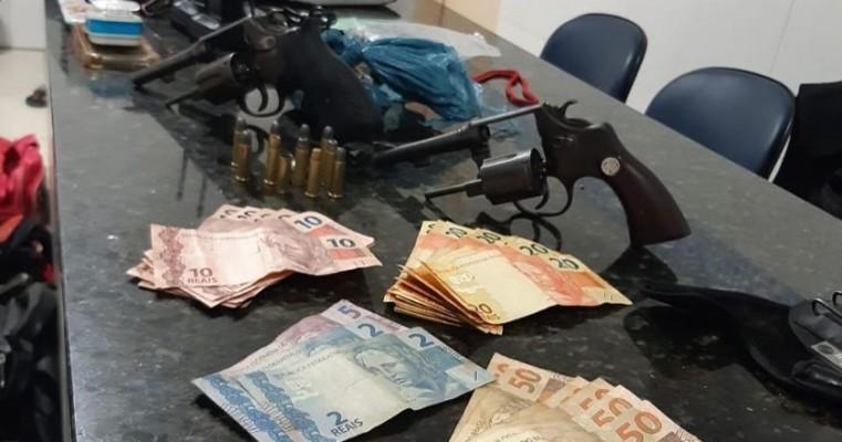 Polícias militares do 2° BIEsp prendem homem em flagrante por porte ilegal de arma de fogo e roubo