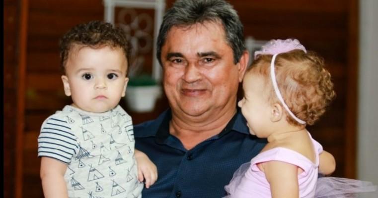 O Vice Prefeito de Cedro PE, o Sr. JOÃO QUENTAL (PTB), vem homenagear todos os pais cedrenses, pela celebração do seu Dia