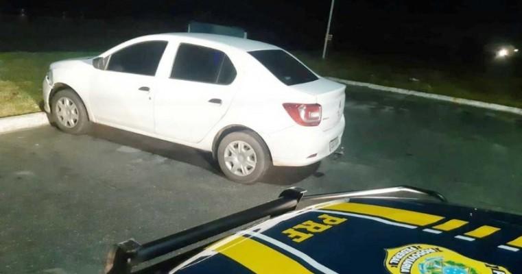Homem é preso na BR-232 com carro roubado após tentar fugir da PRF por 10 quilômetros